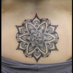laurelarth tattoo tatoueur lyon vapeur encres tatouage mandala dotwork flashs ornemental
